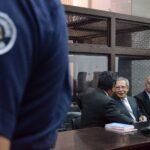 José Ríos Montt wih his defense attorneys © ASF-Canada Greg Krupa