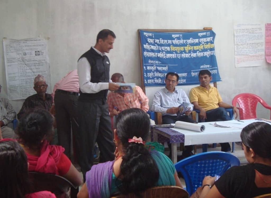 Districtsrechter praatte met de aanwezigen © AdZG
